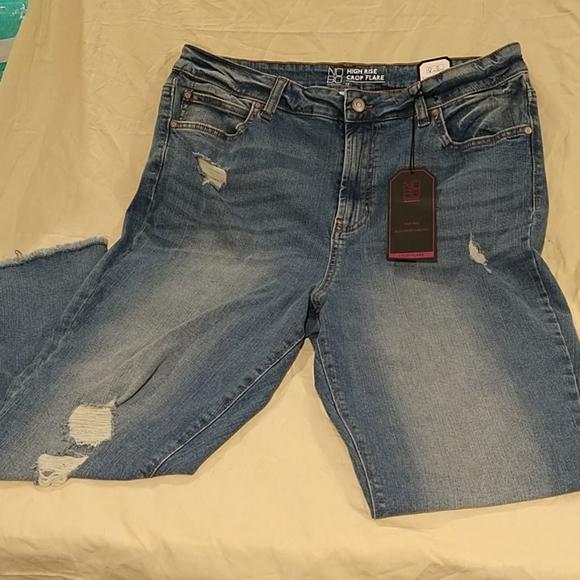 No Boundaries Capri jeans 👖